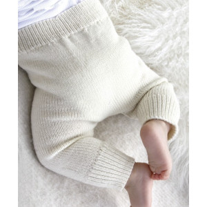 Cozy and Cute by DROPS Design - Strickmuster mit Kit Baby-Hose Größen 4-9 Monate