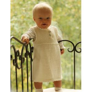 Baby Harriet by DROPS Design - Strickmuster mit Kit Baby-Kleid und Schühchen Größen 4-9 Monate