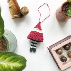 Baumelnder Weihnachts-Wichtel by Rito Krea - Häkelmuster mit Kit 15cm