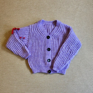 Weiche Lavendel-Strickjacke by Rito Krea - Strickmuster mit Kit Cardigan Größen XS-L