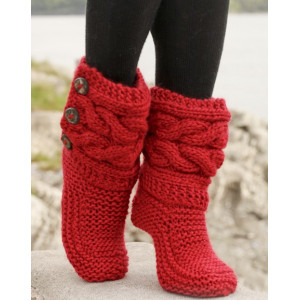 Little Red Riding Slippers by DROPS Design - Strickmuster mit Kit Slipper mit Zopfmuster Größen 35/37 - 40/42