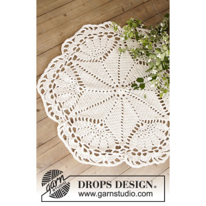 Sparkle & Shine by DROPS Design - Häkelmuster mit Kit Deckchen und Weihnchtsbaum-Unterlage 52cm und 92cm